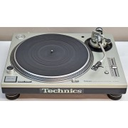 Technics SL-1200M3D direct-drive Turntable with dust cover